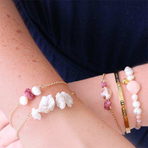 Discover how to create trendy jewellery with shell beads and chips stone beads!